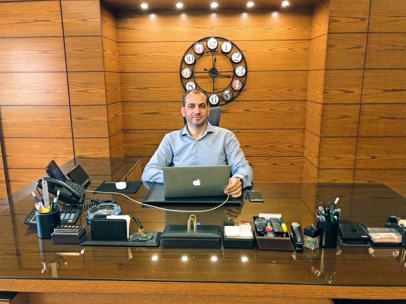 Jad Atallah introduit la technologie dans les taxis… et les marmites