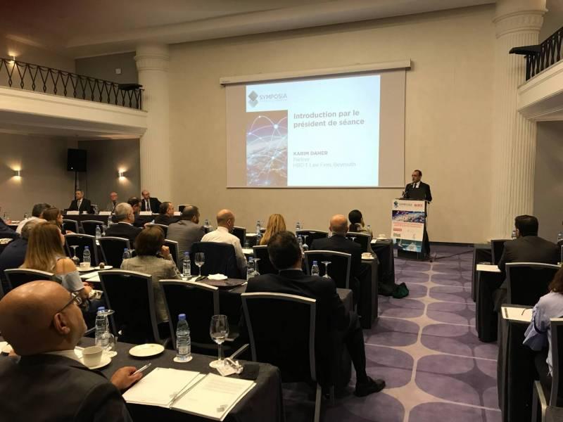 L'avocat fiscaliste Karim Daher prend la parole durant la conférence Symposia.