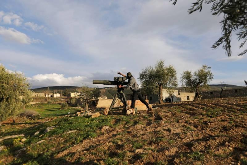 Un combattant de l'Armée syrienne libre soutenue par la Turquie au nord de la ville d'Afrine.