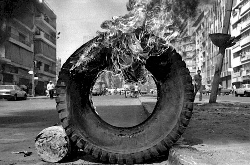 Burning tires: a method of protest that was commonplace in previous movements. Seen here, on the Ouzai road in August 1987
