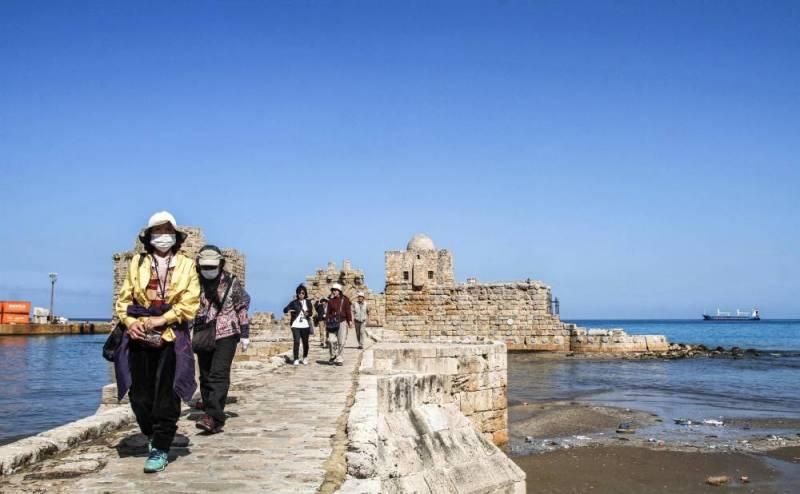 Des touristes japonais en excursion  à Saïda
