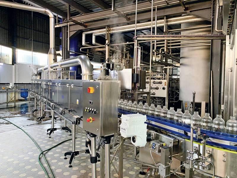 Une ligne de production de jus, usine de Kassalty Chtaura