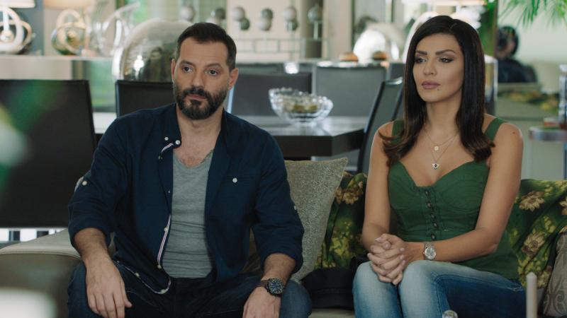 Adel Karam et Amal Bouchoucha dans Dollar