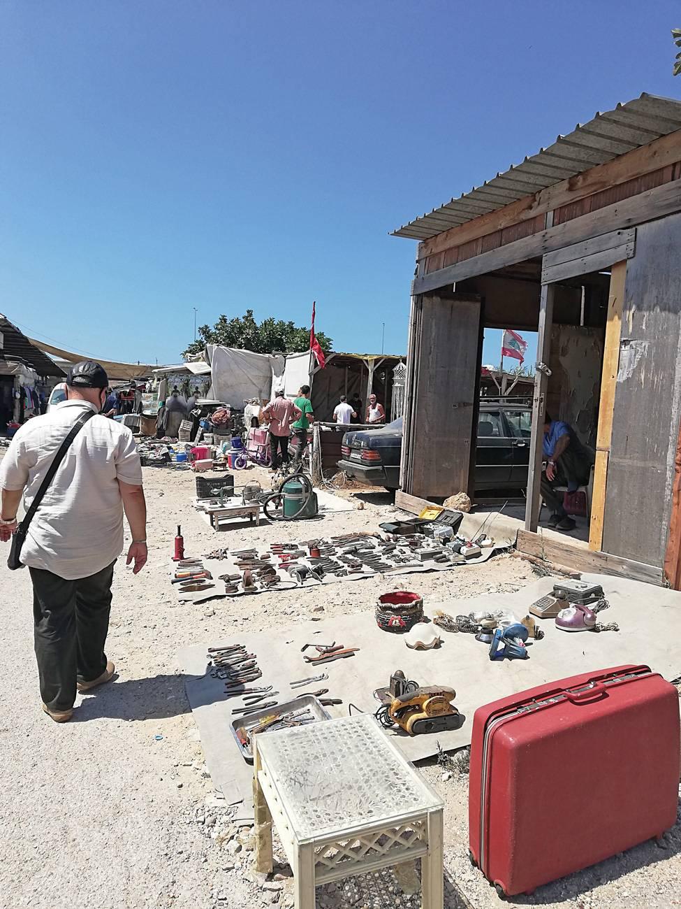 À Tripoli, les déchus de la classe moyenne se réfugient au marché aux puces