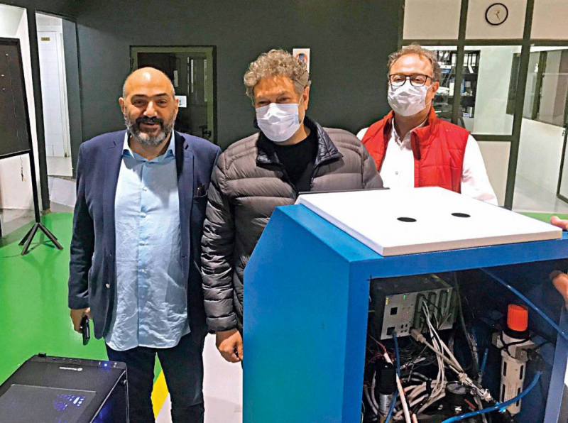 Phoenix Machinery est l'une des quelques compagnies à s'être lancées dans le développement d'un prototype de respirateur artificiel.