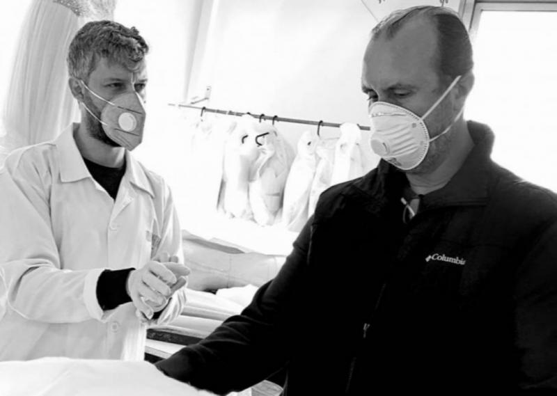 Avec un effectif réduit d'une quinzaine d'employés, l'atelier a rouvert ses portes le 21 mars pour se lancer dans la fabrication de sets de literie.