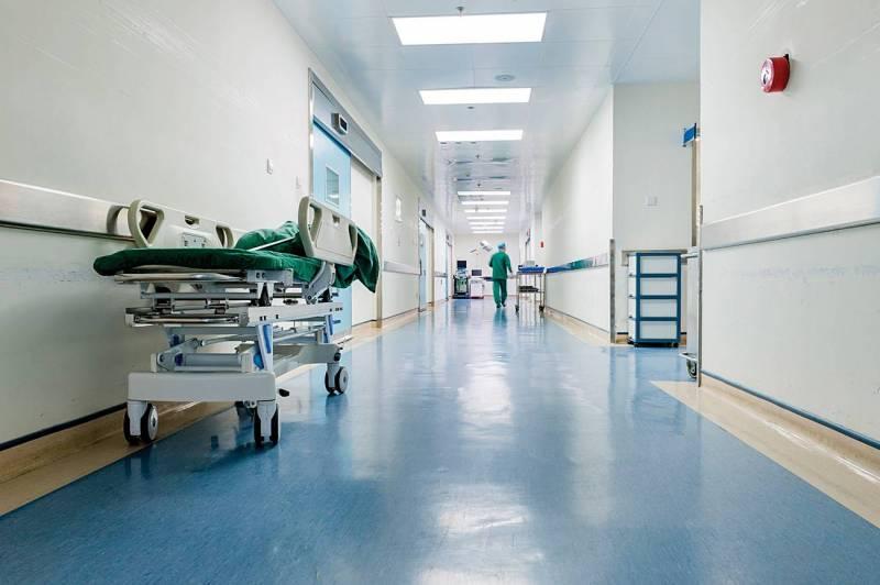 En plus de l'augmentation des prix du matériel et des médicaments, les hôpitaux affrontent une baisse importante de leur activité, liée à l'épidémie du coronavirus et à la détérioration des conditions de vie de la population.