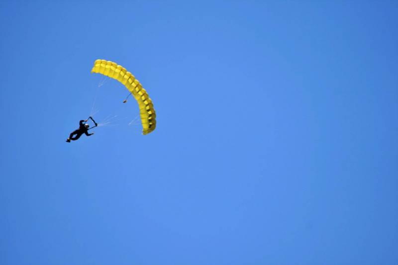 """Les """"golden parachutes"""", ou """"parachutes dorés"""", permettent à des dirigeants de quitter leurs fonctions avec une prime de départ, souvent élevée."""