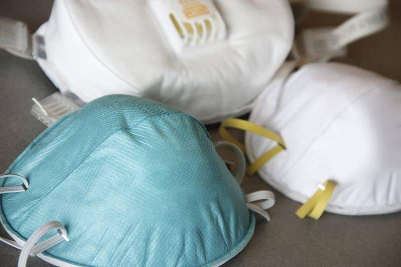 Du fait de leur technicité mais aussi de la difficulté de se fournir en matières premières au Liban, la production de masques destinés au personnel médical prend ainsi plus de temps.