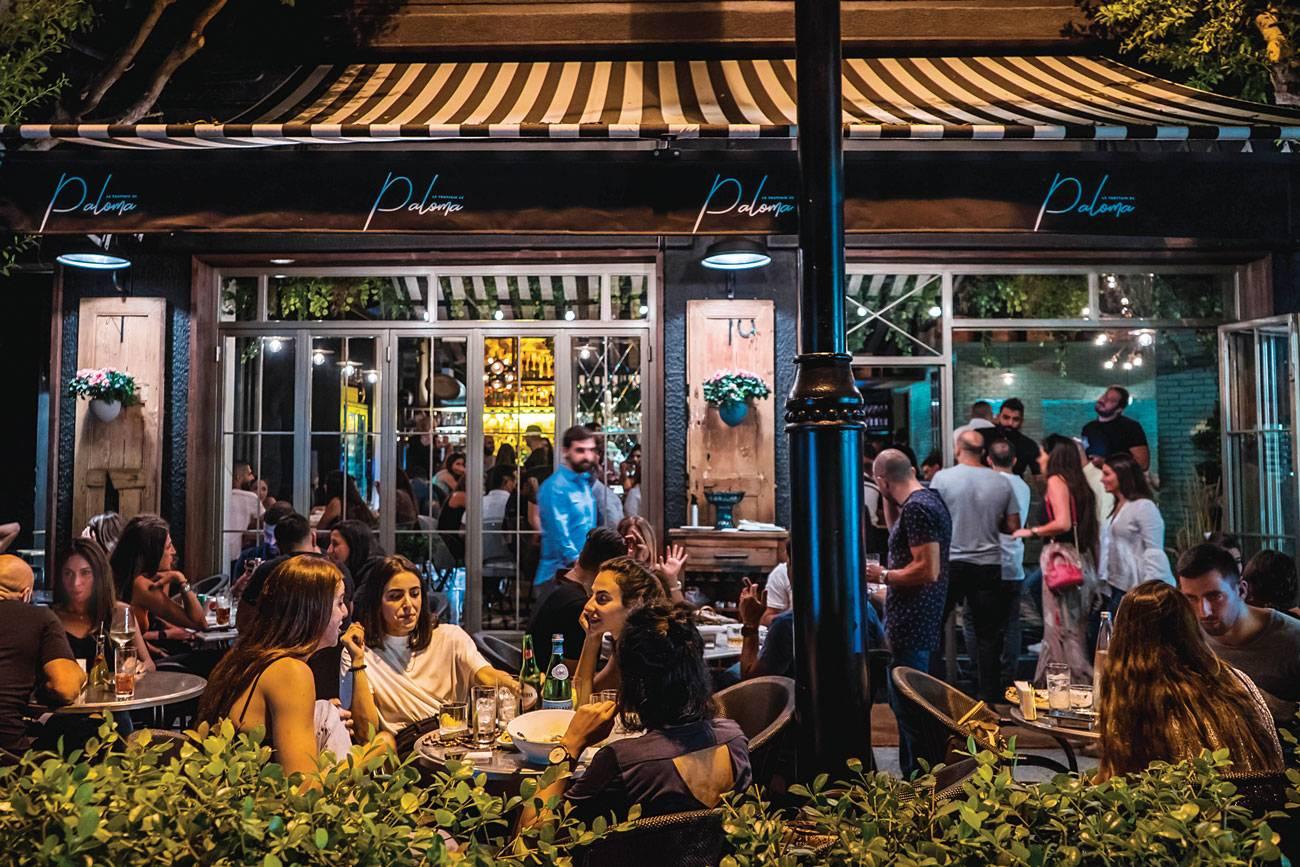 Trottoir de Paloma, un bar-restaurant de quartier
