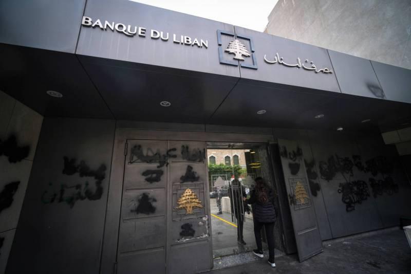 La BDL impose aux banques une augmentation de capital de 20 %, ainsi que le placement auprès des banques correspondantes d'un montant équivalent à 3 % de leurs dépôts en devises.
