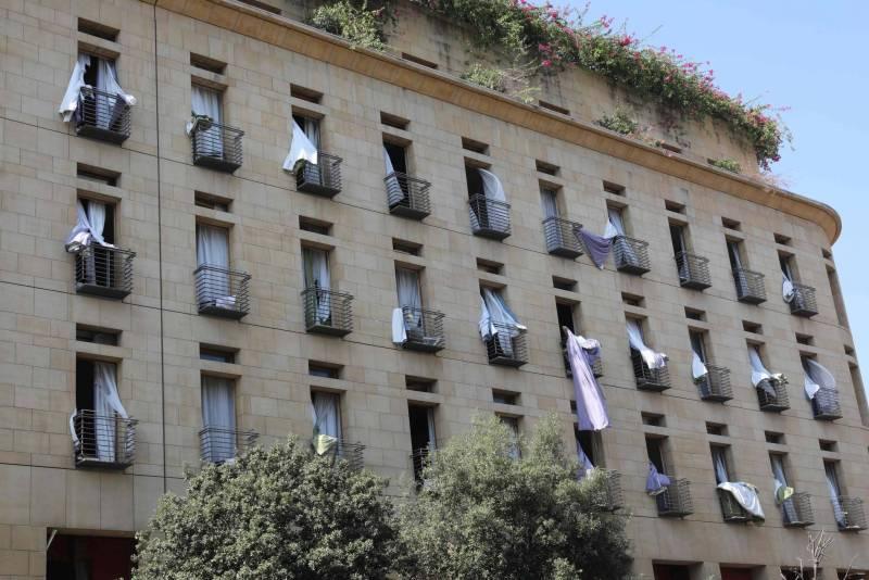 Une des façades de l'hôtel Le Gray, le lendemain de l'explosion du 4 août.