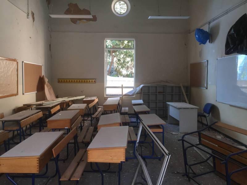Une salle de classe dévastée par l'explosion, à l'Ecole des Trois Docteurs, à Gemmayzé.