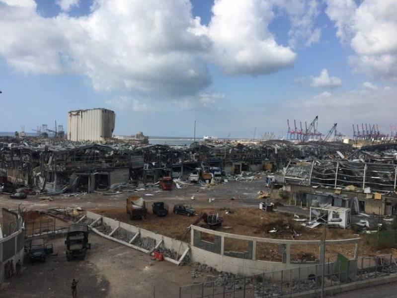 Le port de Beyrouth, ravagé après la double explosion