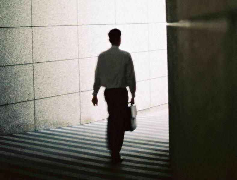 Les indemnités de fin de service sont-elles dues en cas de licenciement ?