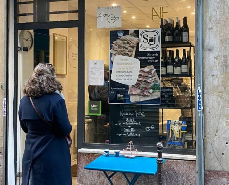 """""""Saj, la galette libanaise"""" est un nouveau service de livraison à domicile et de vente à emporter de man'ouché à Paris.."""